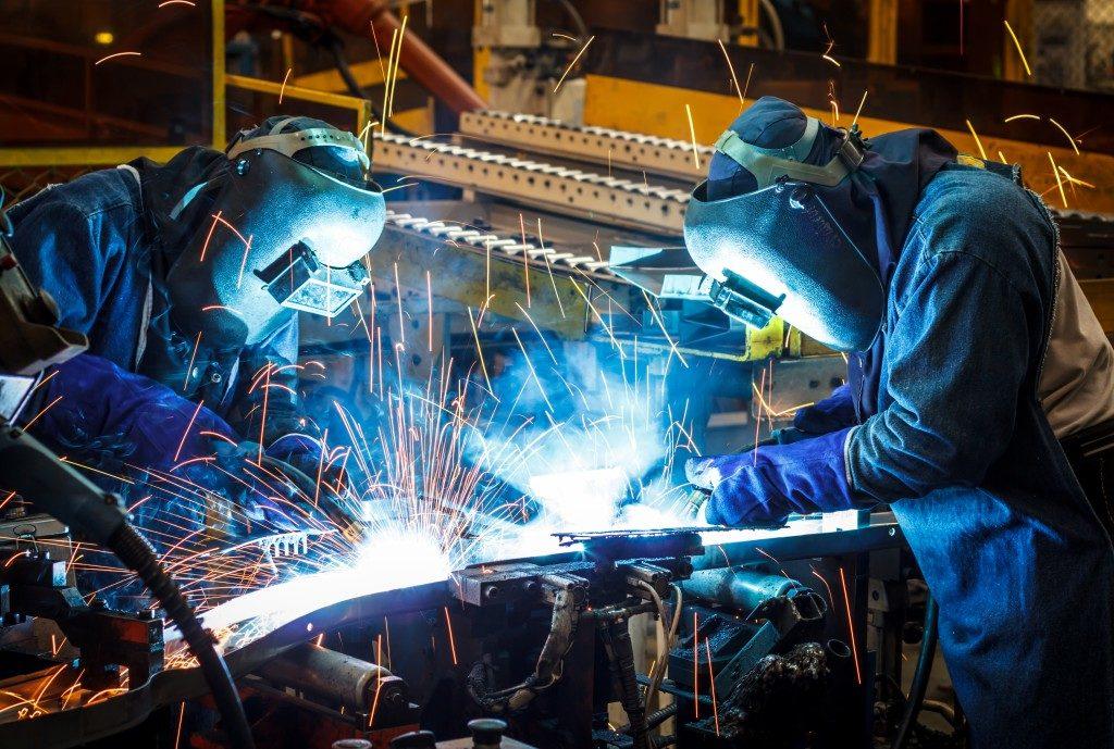 People welding