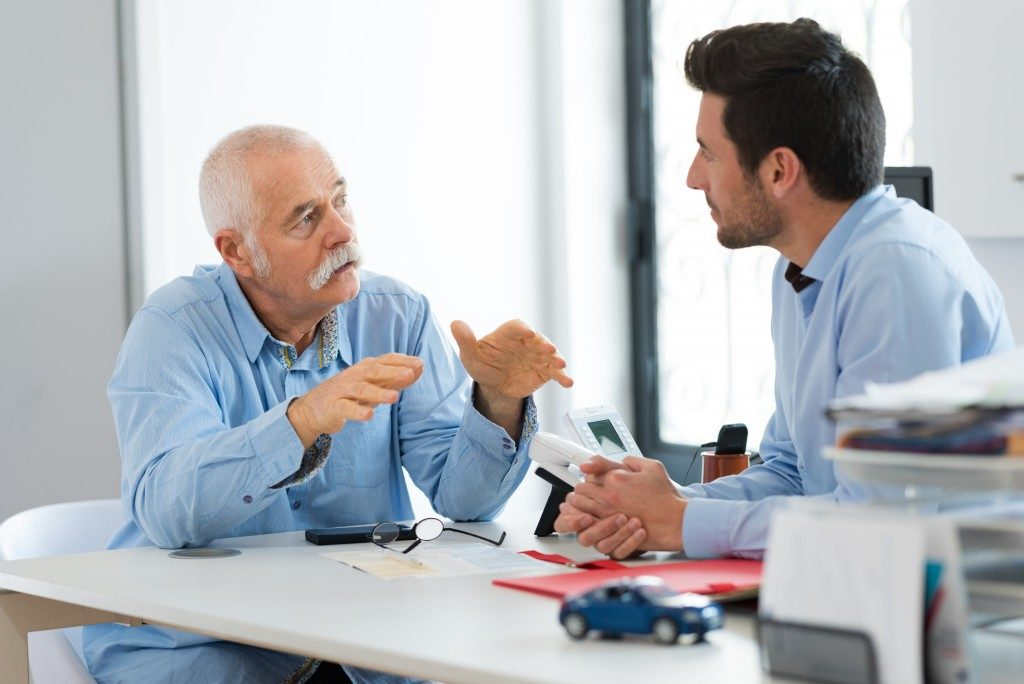 Man and agent discussing auto insurance