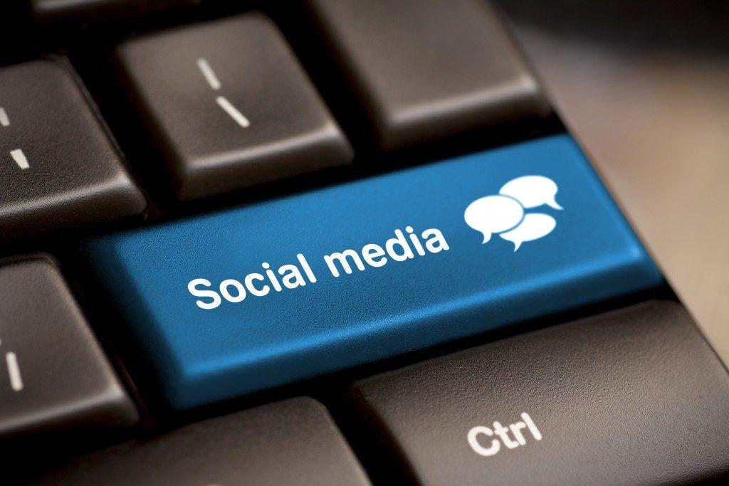 social media keyboard button