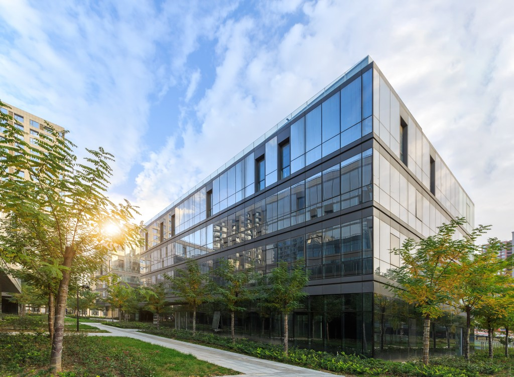 Commercial buidling with landscaping