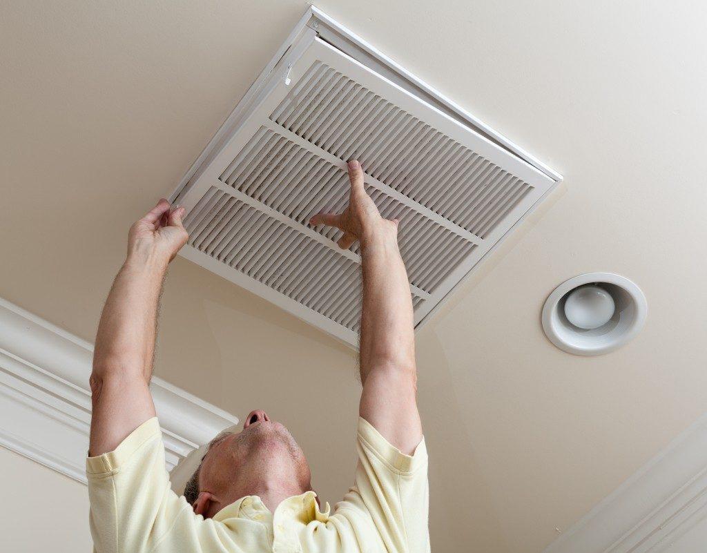 installing air filter