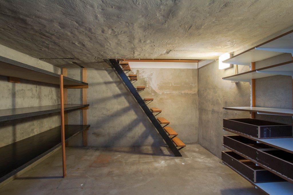 empty home basement