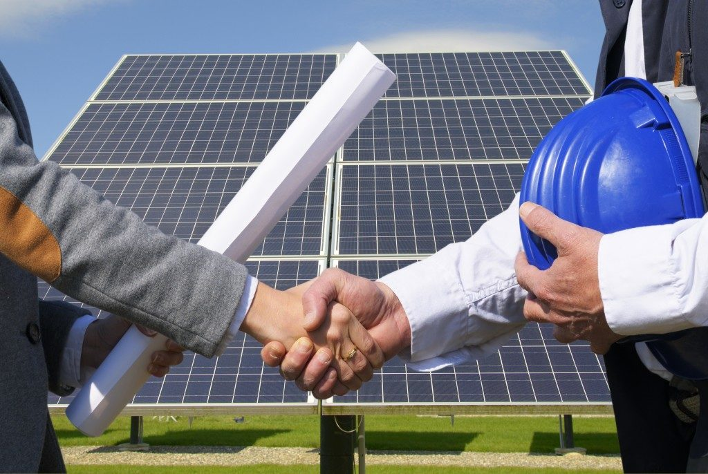 engineer and contractor shaking hands